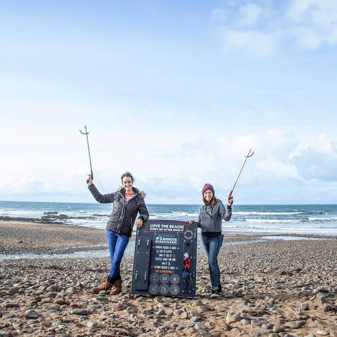 #2MinuteBeachClean litter picking station beach clean